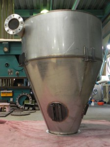 ※完成前の写真は2個分のタンクの部品になります。